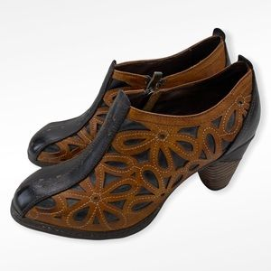 L'artiste Spring Step Cutout Leather Booties